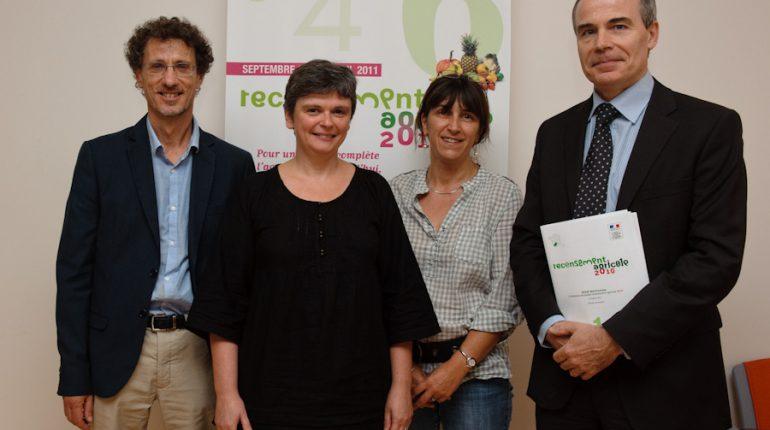 Michel Sallenave (à droite), aux côtés des responsables du service statistique de la DRAAF (de gauche à droite : Jean-Pierre Cassagne, Paula Fernandès et Élisabeth Montlouis).