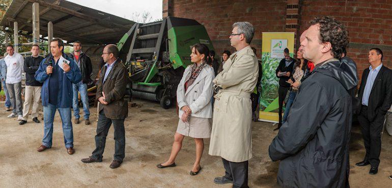 Alain Cerutti (au micro) témoigne des réalités de l'activité agricole devant le préfet de région.