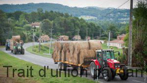 Tout l'été, des convois de ce genre ont ravitaillés en fourrage les éleveurs les plus touchés.