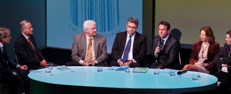 Animée par Jean-Christophe Giesbert (à gauche), la soirée a vu intervenir de nombreux experts de l'alimentation.