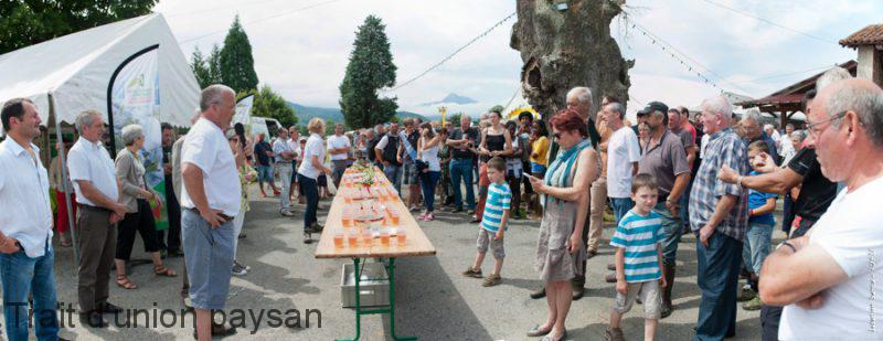 Jean-Yvon Masse (micro), les agriculteurs du canton et leur famille ont tous mis la main à la pâte pour cette fête.