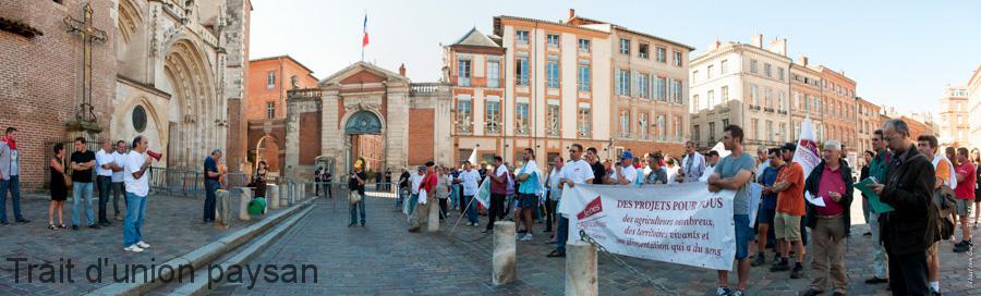 Christian Mazas, Président de la FRSEA Midi-Pyrénées, rappelle devant la préfecture de région que la profession refuse toute discussion sur une réforme imposée sans concertation.