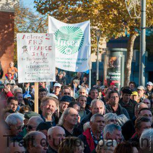 Les manifestants plaident pour un traitement médiatique équitable.