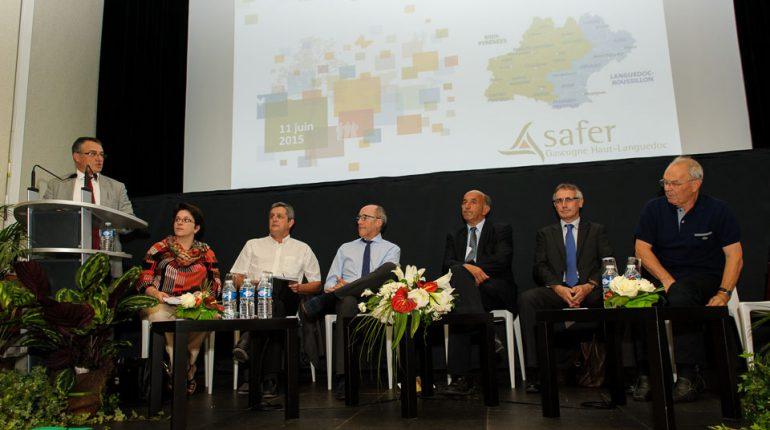 Michel Baylac (au micro) accueille les invités de la table ronde (de g. à d. Muriel Gozal, Dominique Barrau, Jean-Louis Chauzy, Dominique Granier, Pascal Augier et Jean-Paul Laborie.