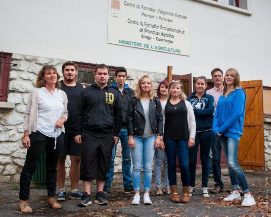 Véronique Génestin (à gauche) va encadrer la nouvelle promotion d'apprentis en BTS Productions animales du CFA de St Gaudens.
