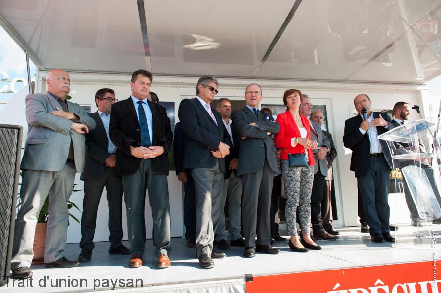 Élus locaux et représentants du monde agricole et de l'État étaient nombreux à assister à l'inauguration officielle, le samedi matin.