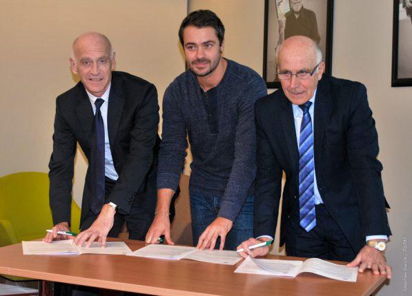 Nicolas Langevin (directeur) et Robert Conti (Président) signent une convention de partenariat avec le fondateur de Miimosa, Florian Breton (au centre).