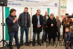 Patrick Pintat (micro) avec Matthieu Navarro (communauté de communes Cagire Garonne Salat) et Jean-Pierre Duprat (maire de Salies).