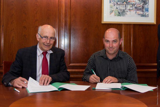 Les deux Présidents Robert Robert Conti (Crédit Agricole Toulouse 31) et Mathieu Solle (FDCUMA 31) signent le renforcement d'un partenariat déjà historique entre les deux structures