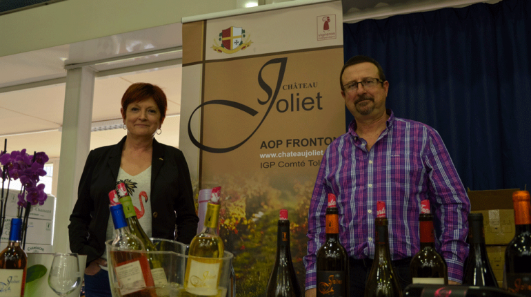 Marie-Ange et Jérôme Soriano partent à la rencontre de leurs clients. Ici, au Salon des Vins du club des Vignerons Lauréats, en mars dernier, à l'école d'ingénieurs de Purpan (Toulouse).