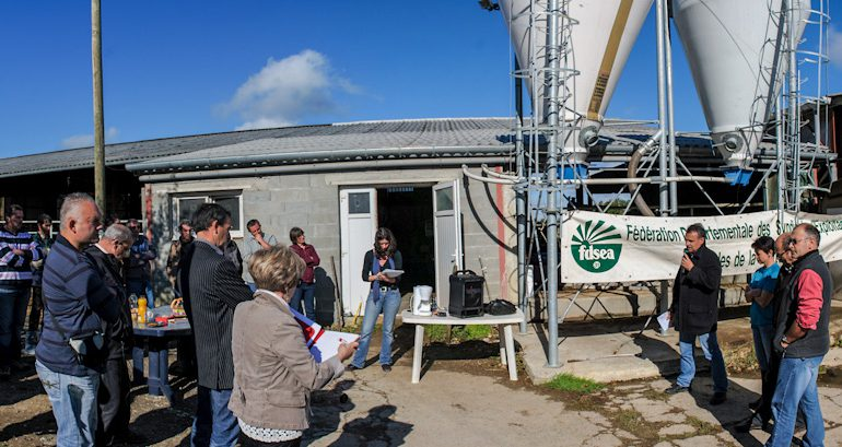 Le syndicalisme tire la sonnette d'alarme sur la situation catastrophique de la filière laitière du département.