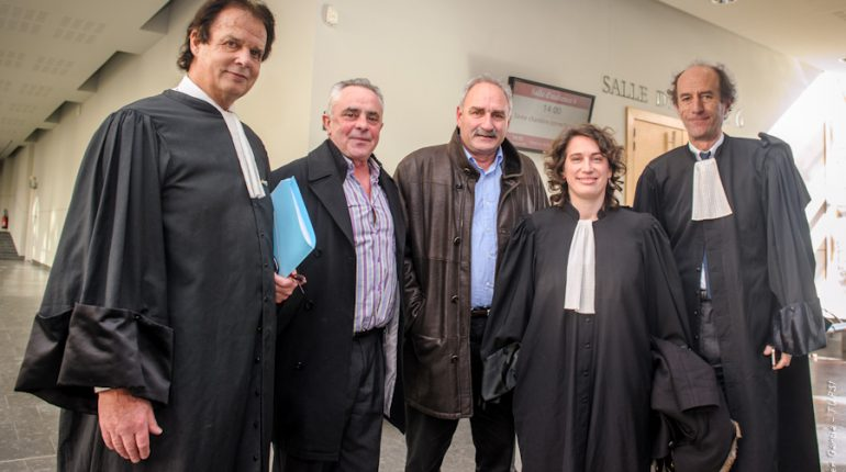 Jean-François Renoux et Jean-Claude Labit, au milieu de leurs avocats.
