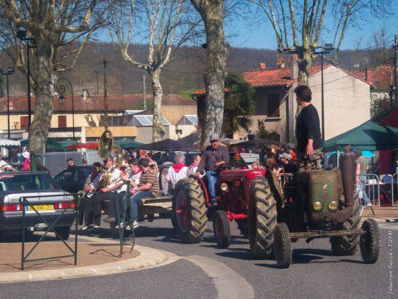 L'incontournable défilé de vieux tracteurs à Salies.