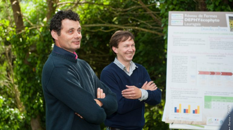 Jean-Christophe Lapasse et Aymeric Desarnauts, un binôme agriculteur/ingénieur très impliqué dans la réduction des produits phytosanitaires .