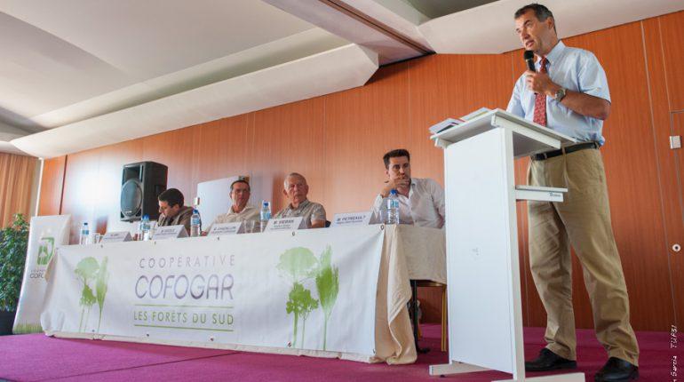 Stéphane Viéban (au micro) présente la nouvelle coopérative Alliance Forets Bois.
