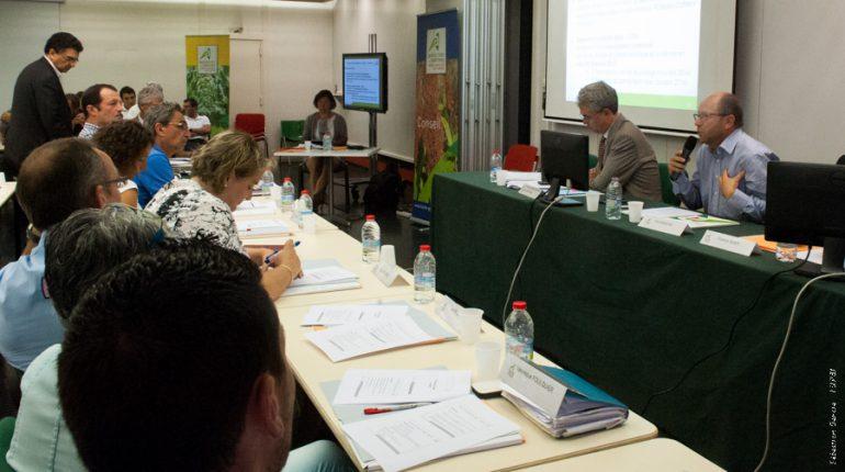 Yvon Parayre (micro) lors de la session extraordinaire de la Chambre d'agriculture.