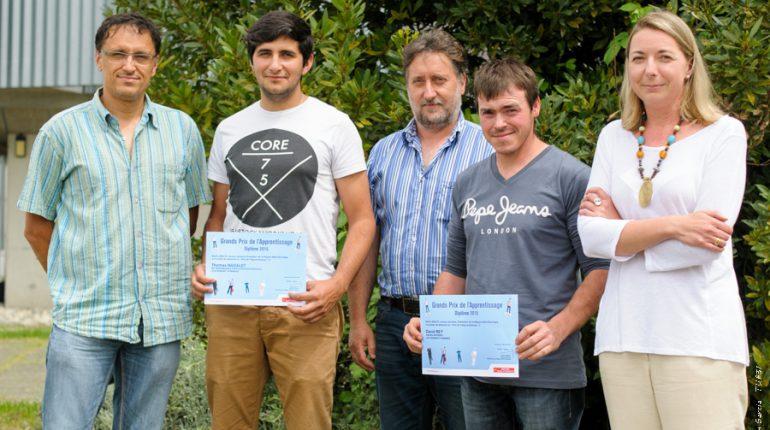 Les 2 lauréats, Thomas Nadalet et David Rey, entourés de Sébastien Travert (formateur productions végétales), Thierry Force (directeur du lycée) et Florence Martin-Pons (directrice du CFAA).