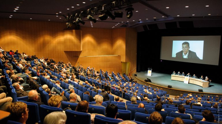 Longue séance de questions/réponses entre Xavier Beulin et les participants aux Journées Maïs 2015 à Toulouse.
