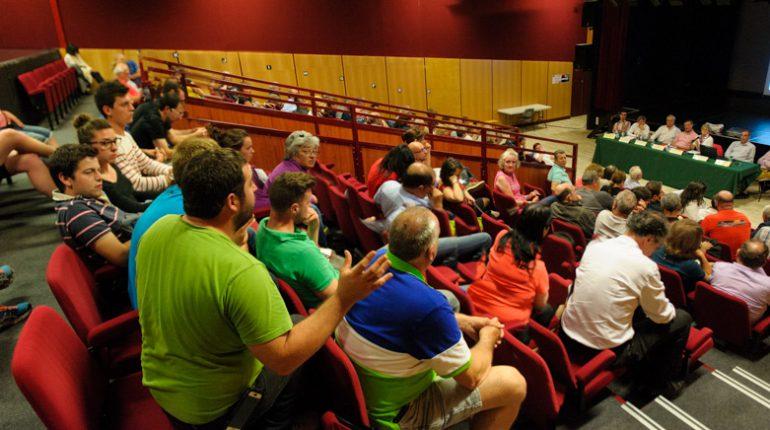 Guillaume Darrouy (t-shirt vert) intervient au nom du syndicat Jeunes Agriculteurs 31. De nombreux exploitants du département étaient venus faire entendre leur version des faits sur les pratiques agricoles.