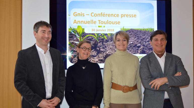 L'équipe régionale du GNIS, lors de la conférence de presse annuelle : Guillaume Petit-Blanc, chargé de communication, Myriam Doumerc, assistante communication, Rosine Depoix, chargée de mission Médias, Gérard Crouau, délégué régional.