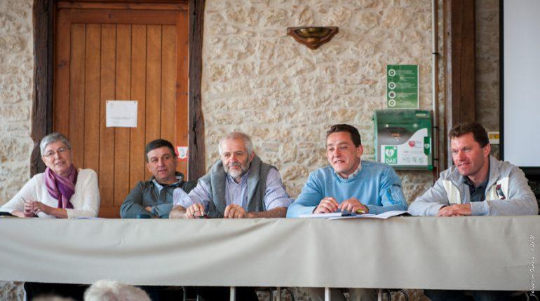 de gauche à droite : Marie-Claire Gallais (comptable), Florent Taffarello (CUMA du Cabanial), Serge Barthès (Vice-Président), Patrice Ramond (Président) et Olivier Calmettes (Trésorier).